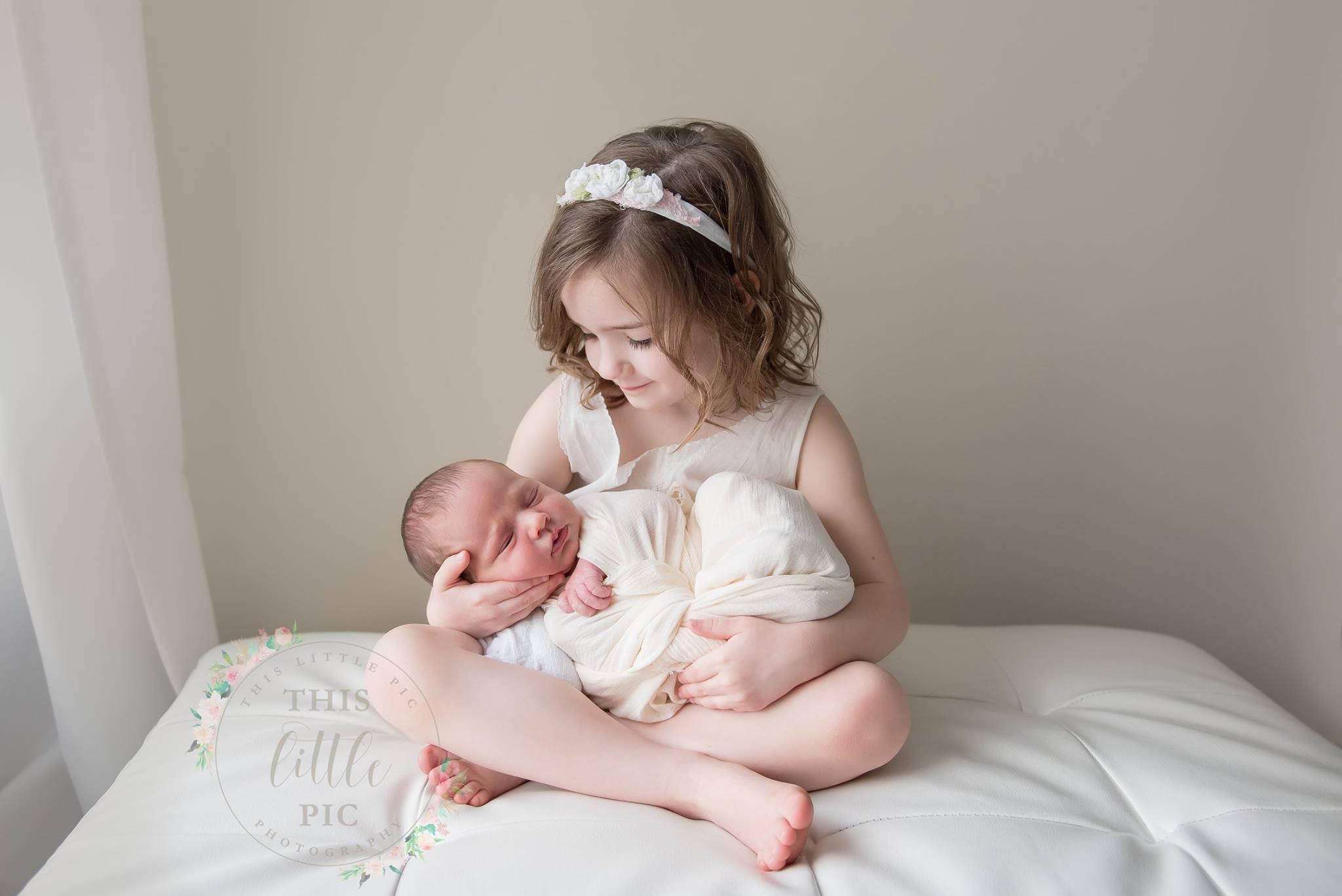 seattle newborn photographer bellevue newborn photographer newborn session siblings and newborn
