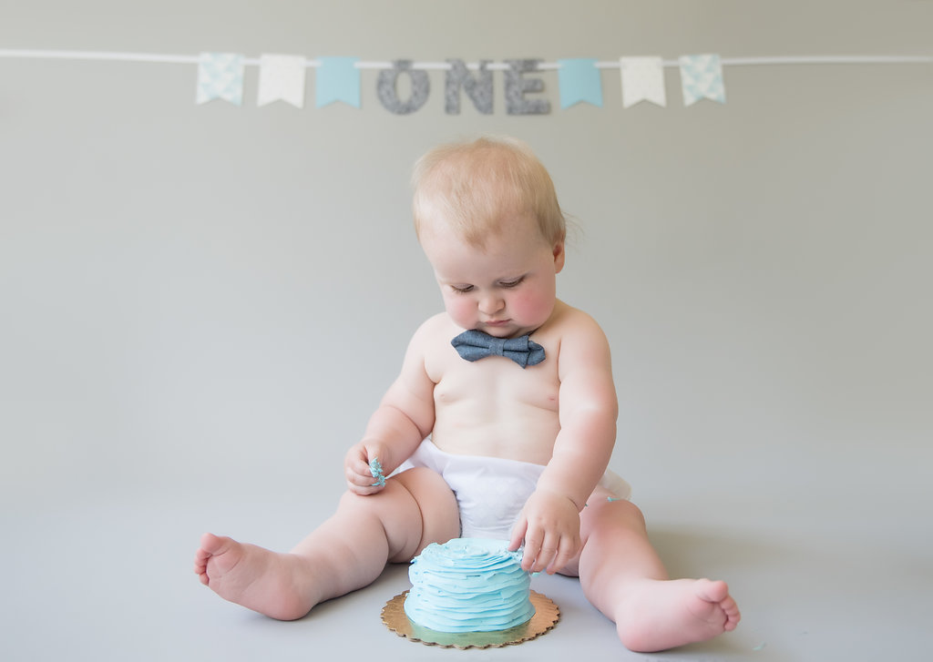seattle baby photographer top seattle baby milestone photographer baby boy milestone session cake smash session