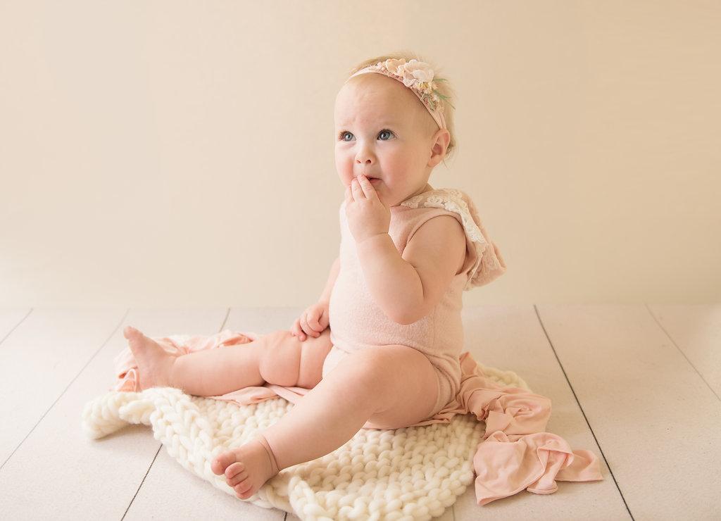 seattle milestone photographer newborn photography studio baby girl one year session milestone session