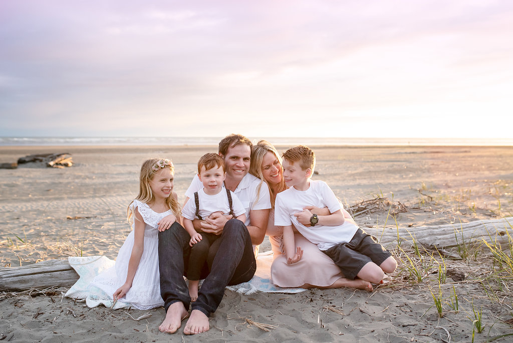 seattle family photographer hoquim family photographer coastal beach session family beach photographs