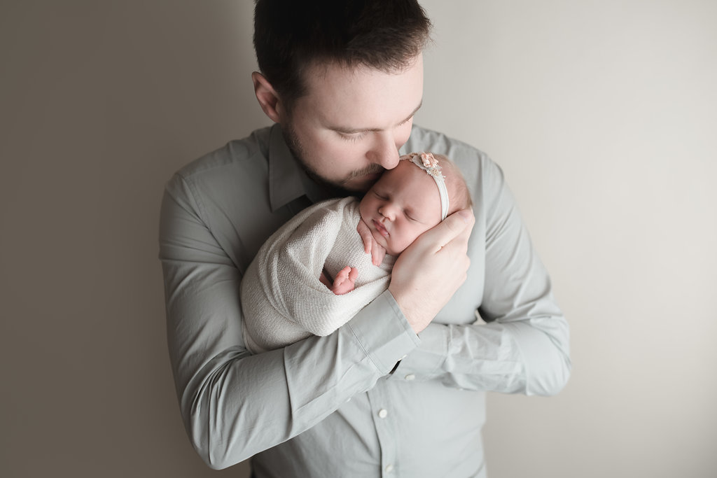 seattle newborn photographer seattle newborn baby photo session baby girl with daddy photo ideas