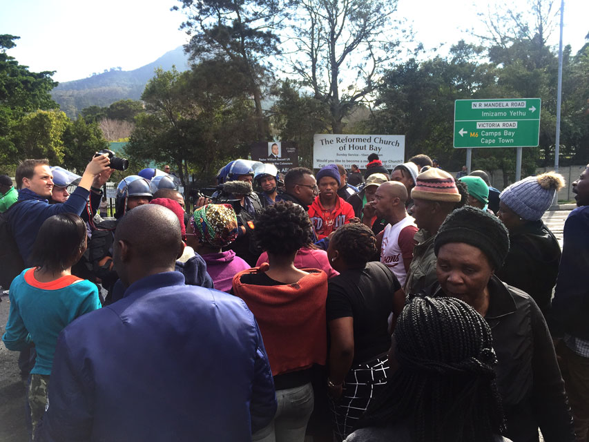 Mayor de Lille faces Hout Bay protesters after three days of demonstration - Daily Maverick