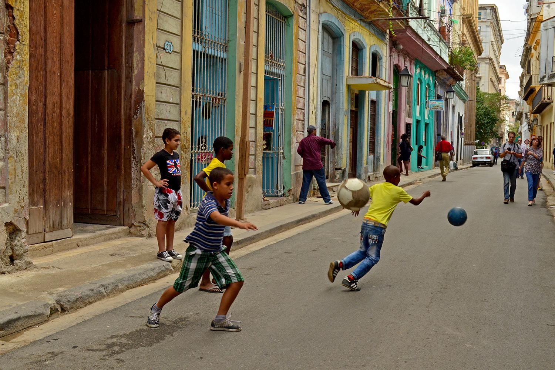 Alternative_CubaSteetFootball.jpg