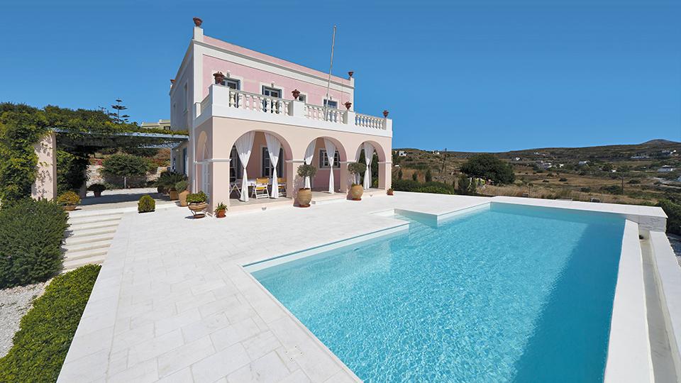 Greece8_Syros_HouseOutside.jpg