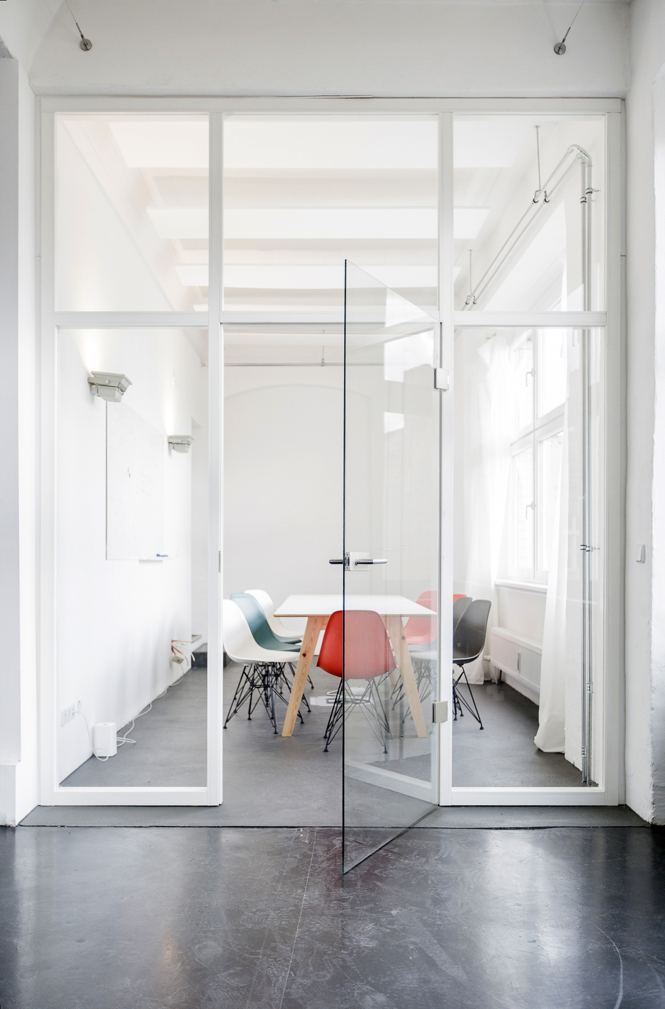 A Color Bright   OFFICE DESIGN