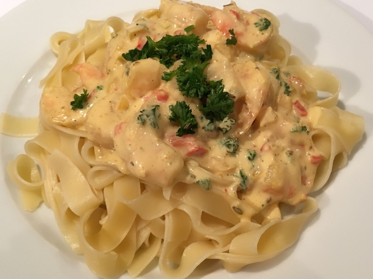 Shrimp pasta with light curry base