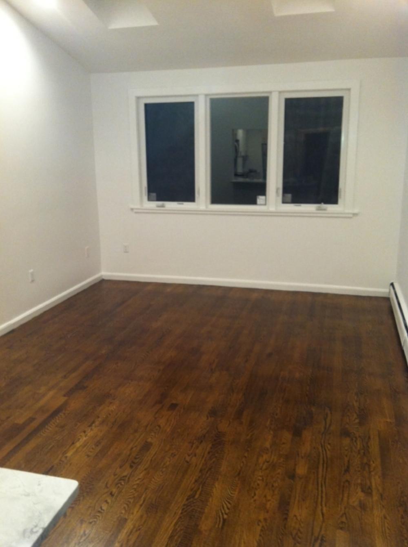 431 e 3rd Livingroom 1.jpg