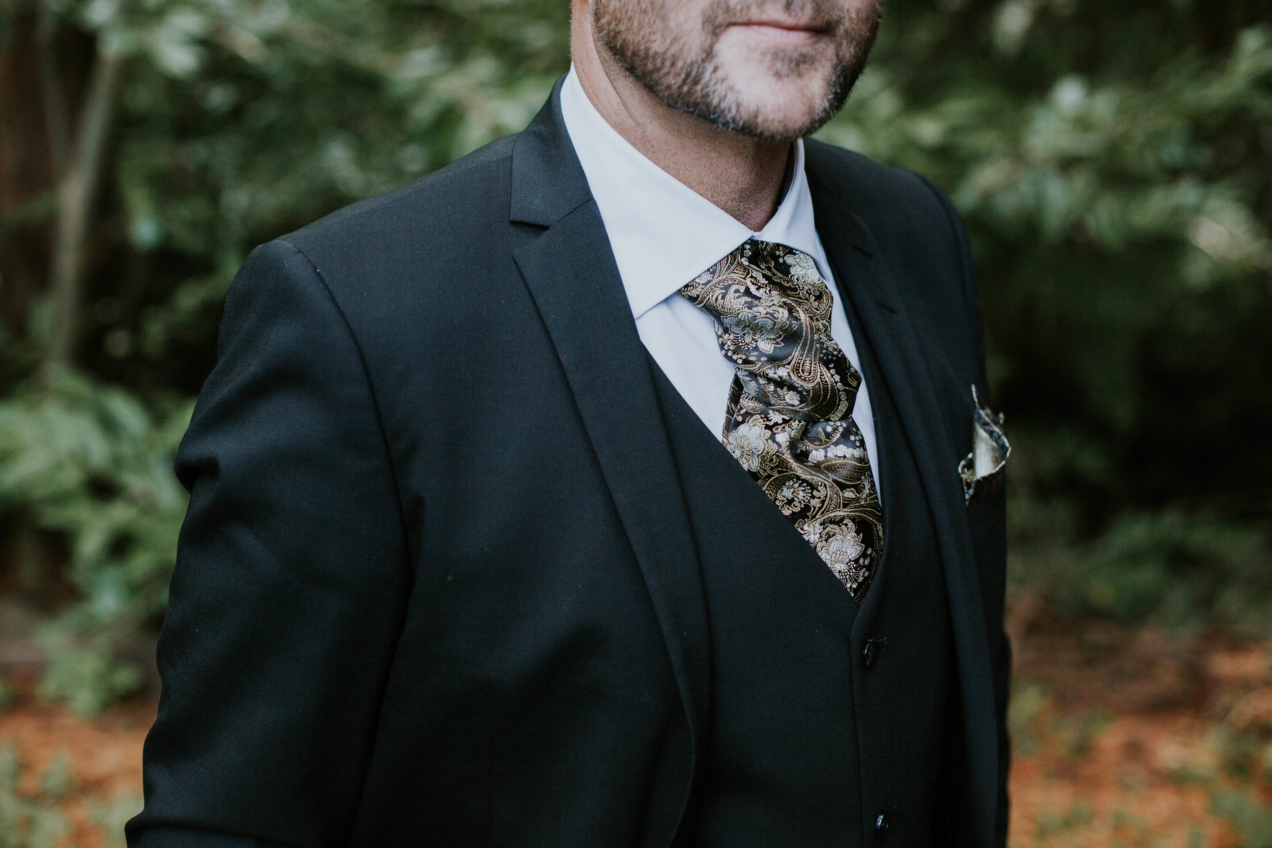 Groom's portrait details.
