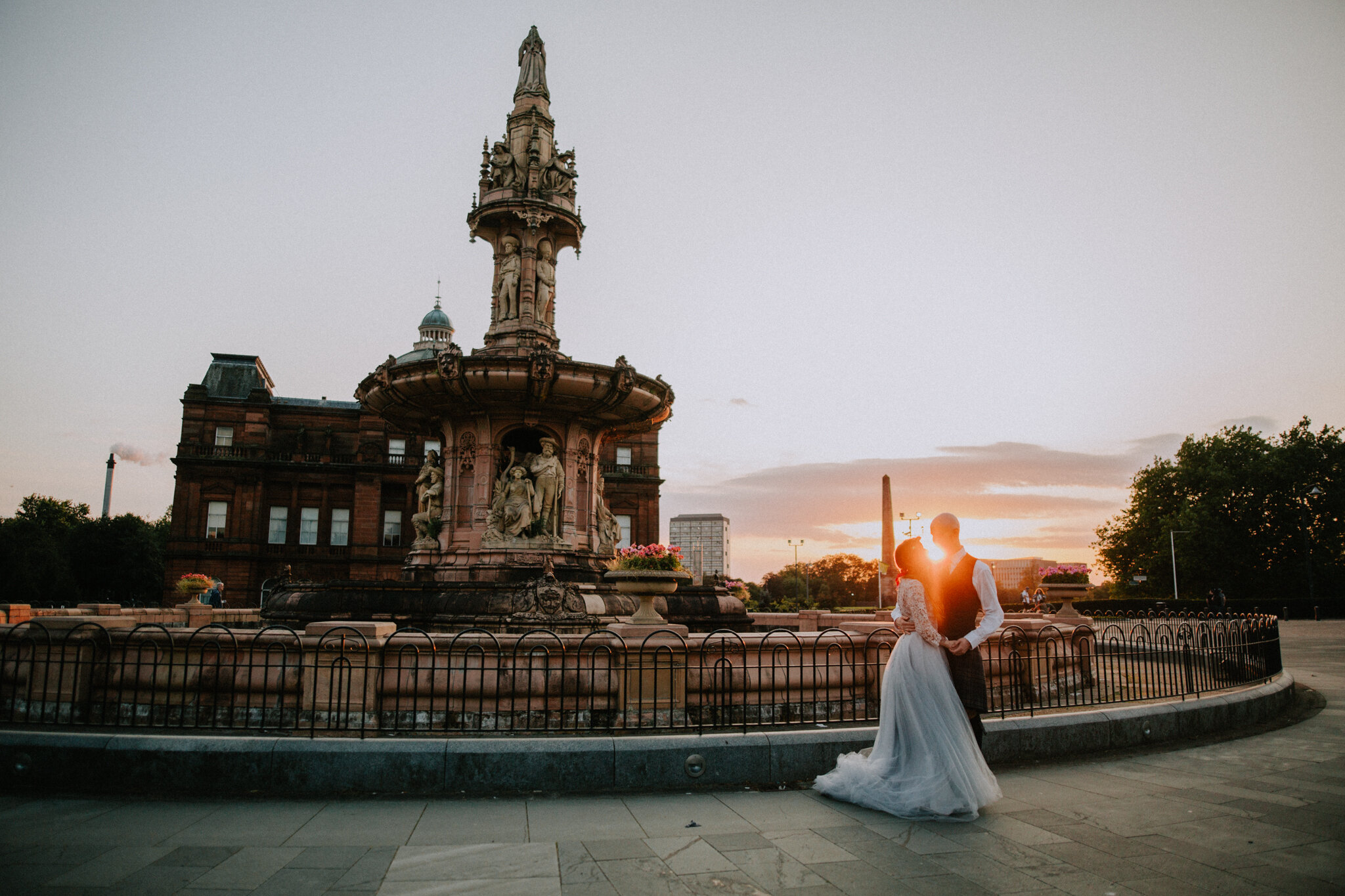 Golden sunset photo at the Glasgow Green for the newlyweds