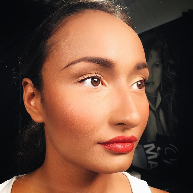 The right combination of Contouring and Bronzer can give the look of suntan skin without the harmful effect of the sun 💥😡🙈🌞🌈 wouldn't you agree??? Check out my YouTube channel to find out what some of my favorite artistry techniques are step-by-step- the only professional Hollywood MAKEUP ARTIST in LA showcasing women of all ages and nationalities and skin tones💋🎥🌈🎬👯♀️💞🥰📸💆🏻♀️ #mathias4makeup #findthebeauty #BeautyFinderSquad #all_sunsets #incrediblesunsets #instasunsets #nature_lovers #naturelovers #naturesbeauty #natureza #sky_brilliance #sunrise_and_sunsets #sunset_captures #sunset_hub #sunset_madness #sunset_pics #sunset_vision #sunsethunter #sunsetlovers #sunsetoftheday #sunsets #sunsetsniper #unlimitedsunsets #whatasunset #world_bestsky