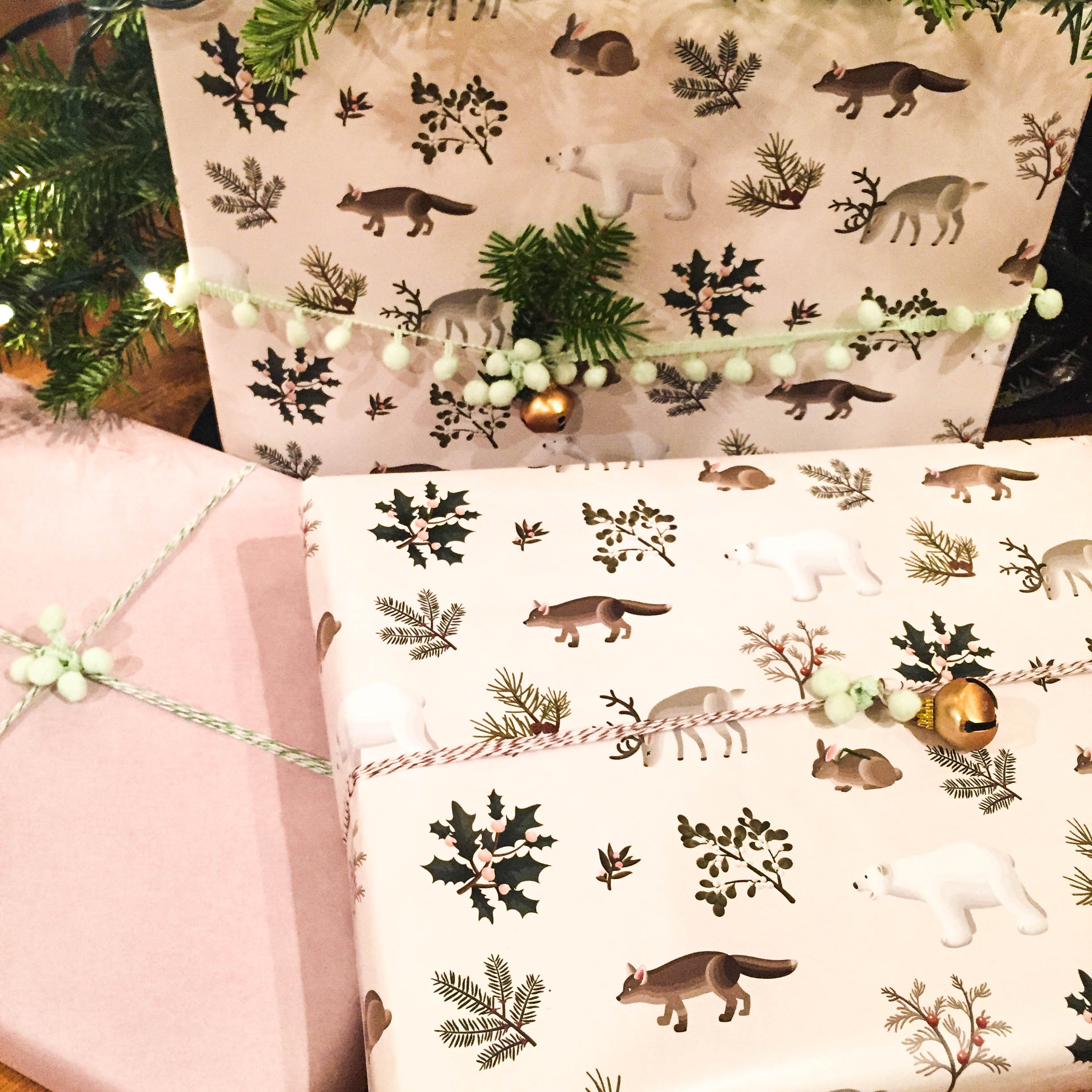 Christmas_present_animal_wrapping_paper