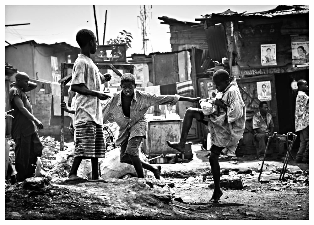A fight breaks out over bread in the slums.