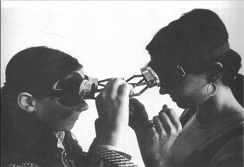 """""""Dialogue goggles"""" by Lygia Clark (1968)"""