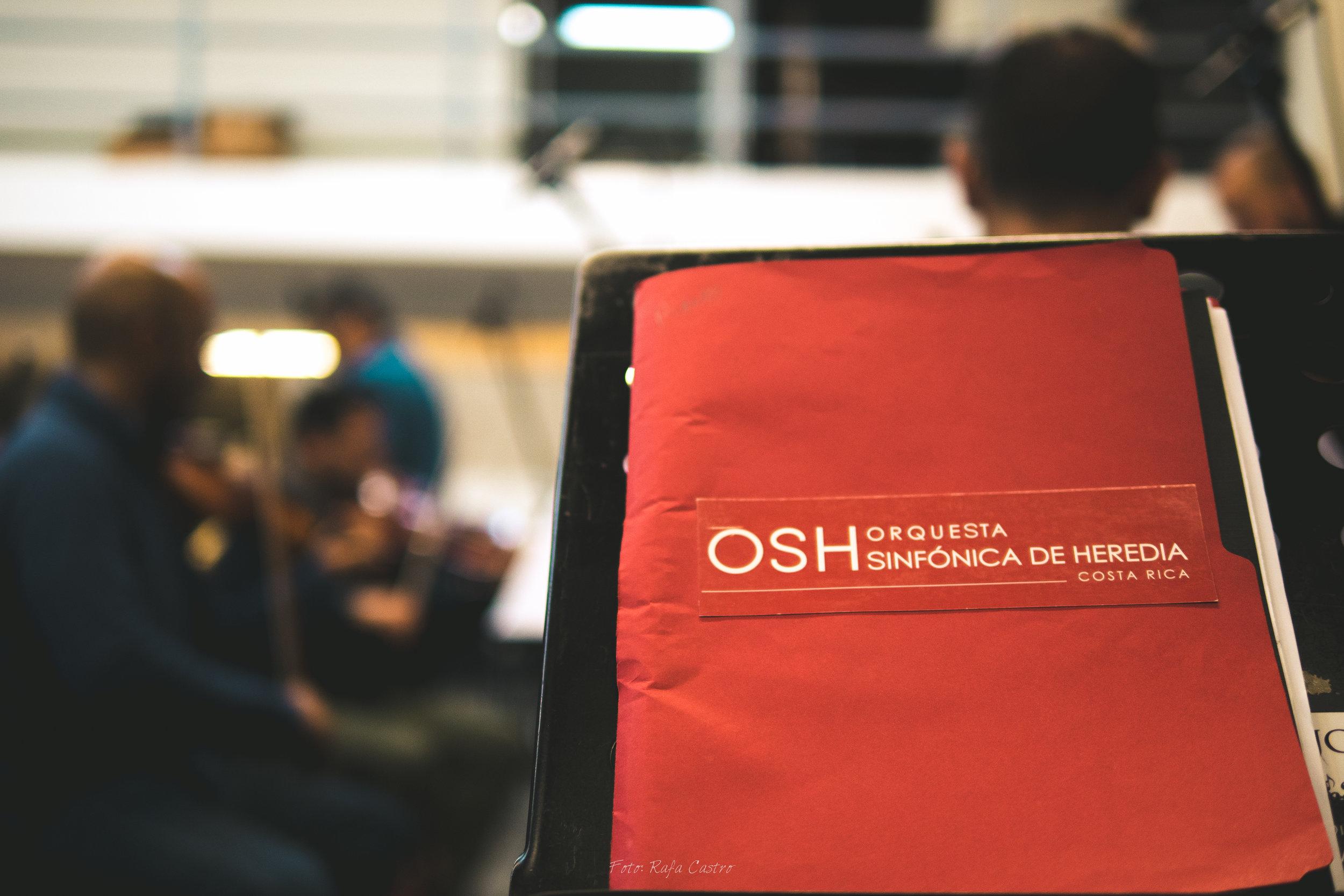 Andrés Soto y Orquesta Sinfónica Heredia.jpg