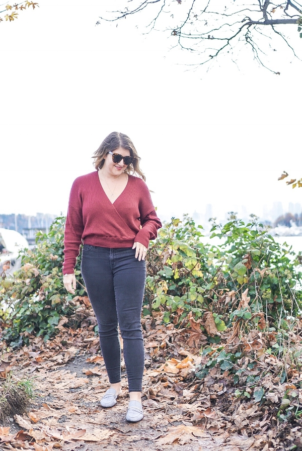 My absolute favorite high-waisted jeans are at    Madewell    - linked some of my favorites below.