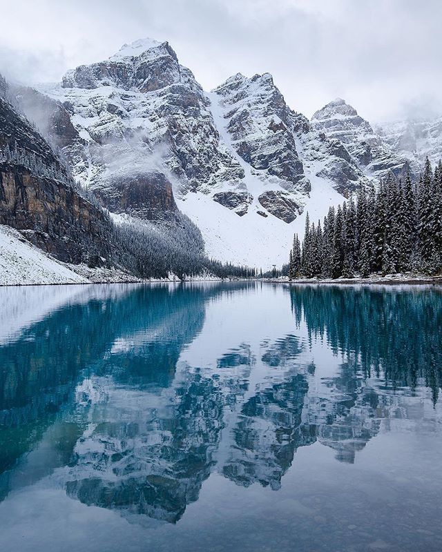 What's your favourite winter view? . Beautiful Moraine lake reflecting the snowy mountains 🏔 great photo by @madeleine_dell . . . #borealnorth . #morainelake #canadianrockies #rockymountains #explorecanada #banff #banffnationalpark #banffcanada #lakelouise #travelcanada #wintervibes #snowymountains #lakereflection #canadaoutdoors #canadianoutdoors #exploremore #truenorth #wintertravel #canada