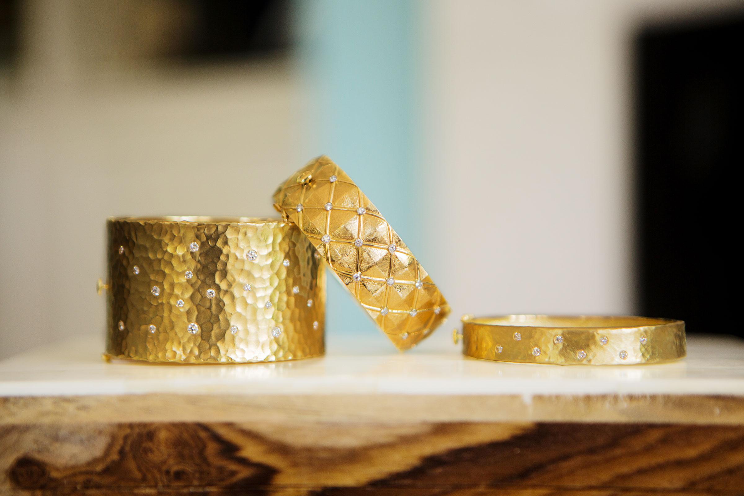 gold-bracelets4.jpg