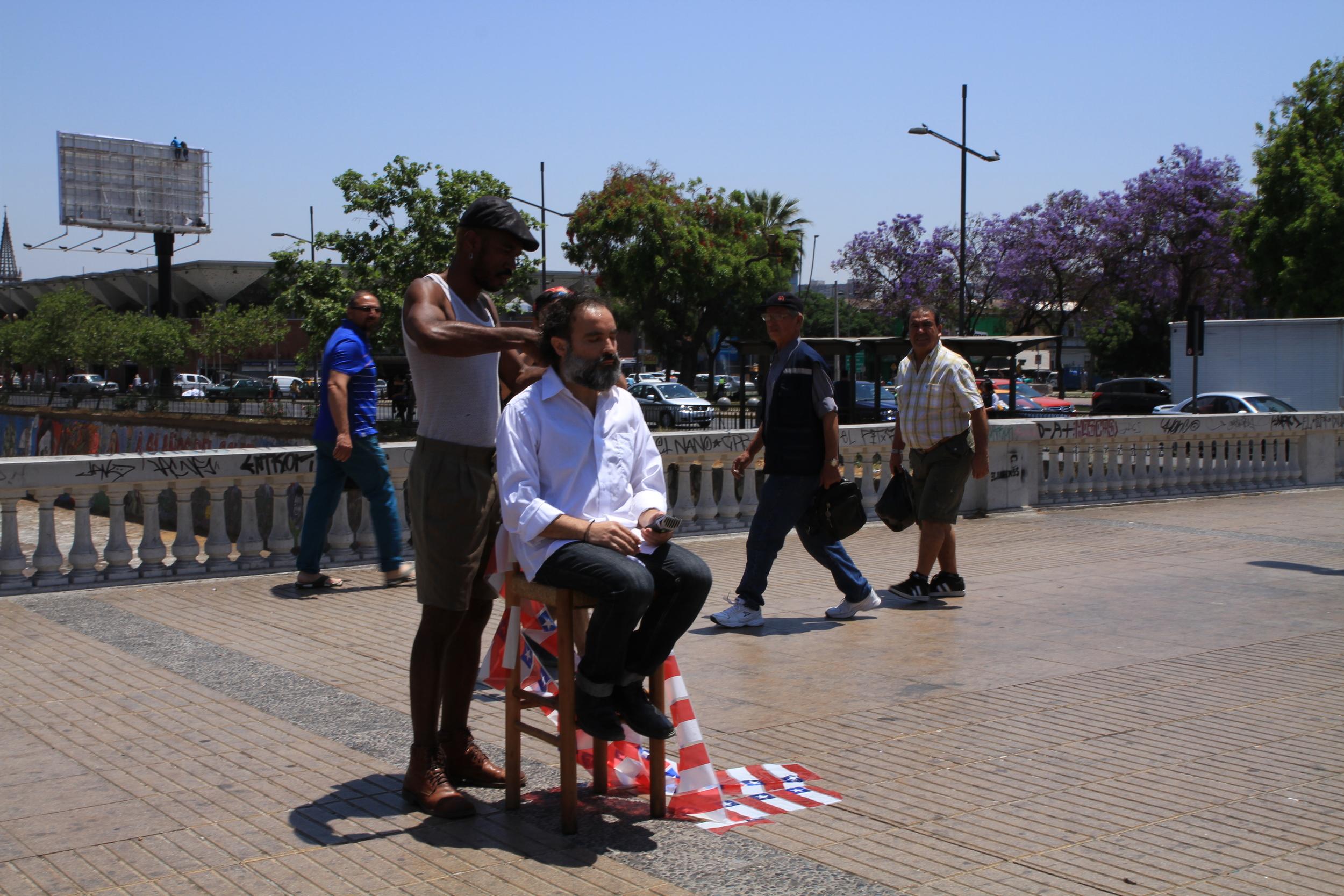 Canto al Río, intervention. script/idea HGJ. Soundscape CamiloGarcía Chain. Visual witness JavieraOvalle Sazié. Puente Recoleta, Santiago de Chile. 11/2014.