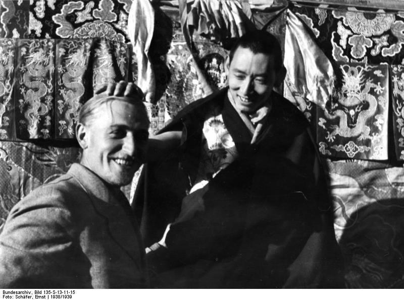 Bruno Beger en compañía del regente del Tíbet