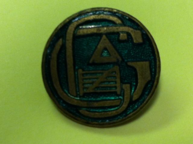 Logo del club Gateway en un pin