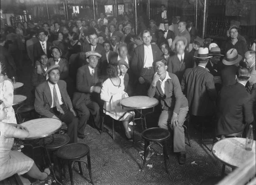Interior del local durante una actuación