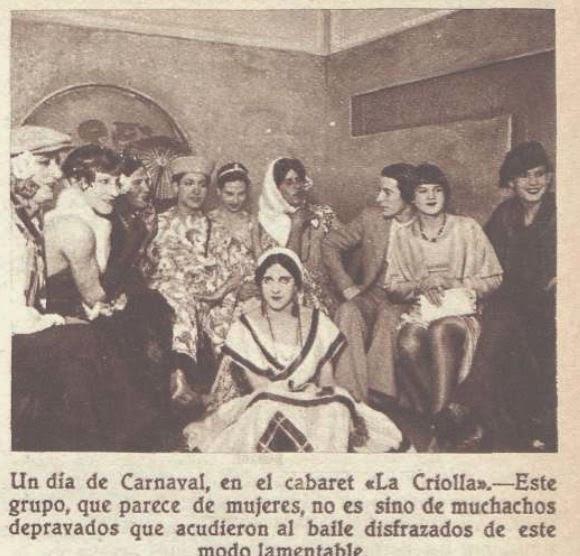 Noticia de la época. Hombres travestidos antes de una actuación. La prensa lo califica de «carnaval»