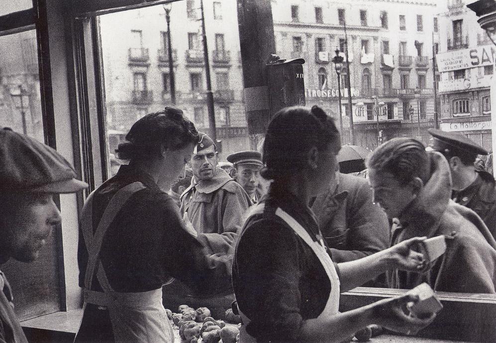 Puesto de Auxilio Social en la Puerta del Sol. 29 marzo 1939