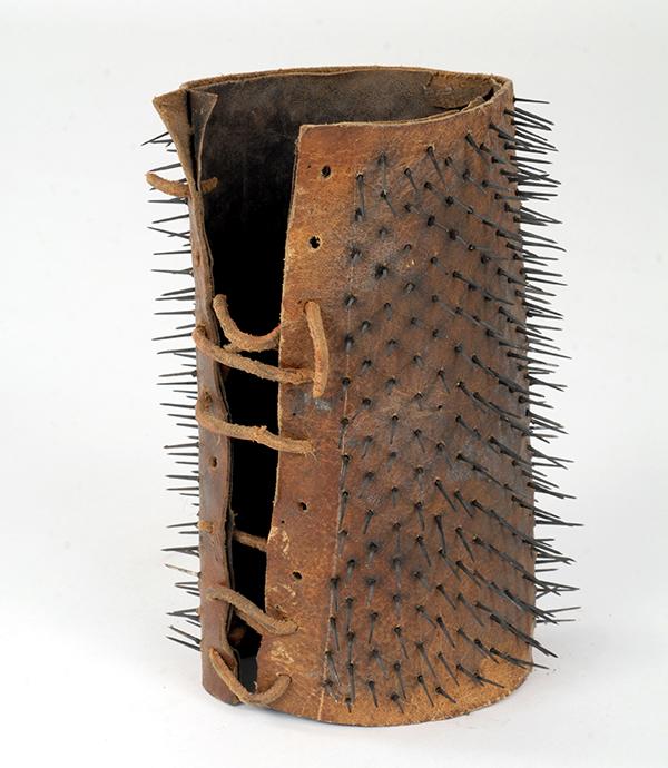 Brazalete original de Liabeuf exhibido en el museo de la Préfecture de Police de París