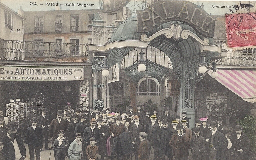 Entrada al famoso Palace Wallgram de París,a comienzos de siglo