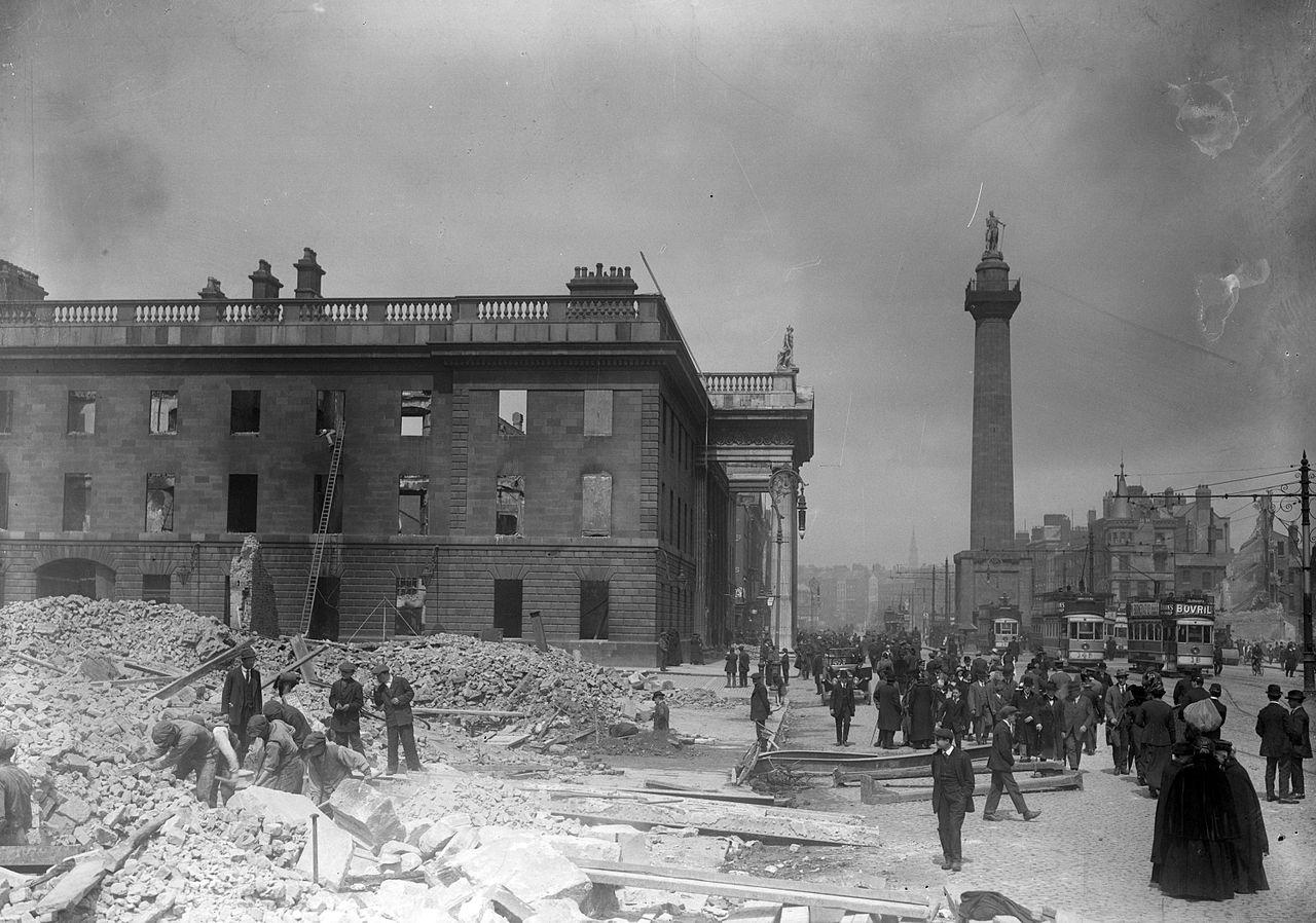 Imagen de la calle y el monumento (1916)