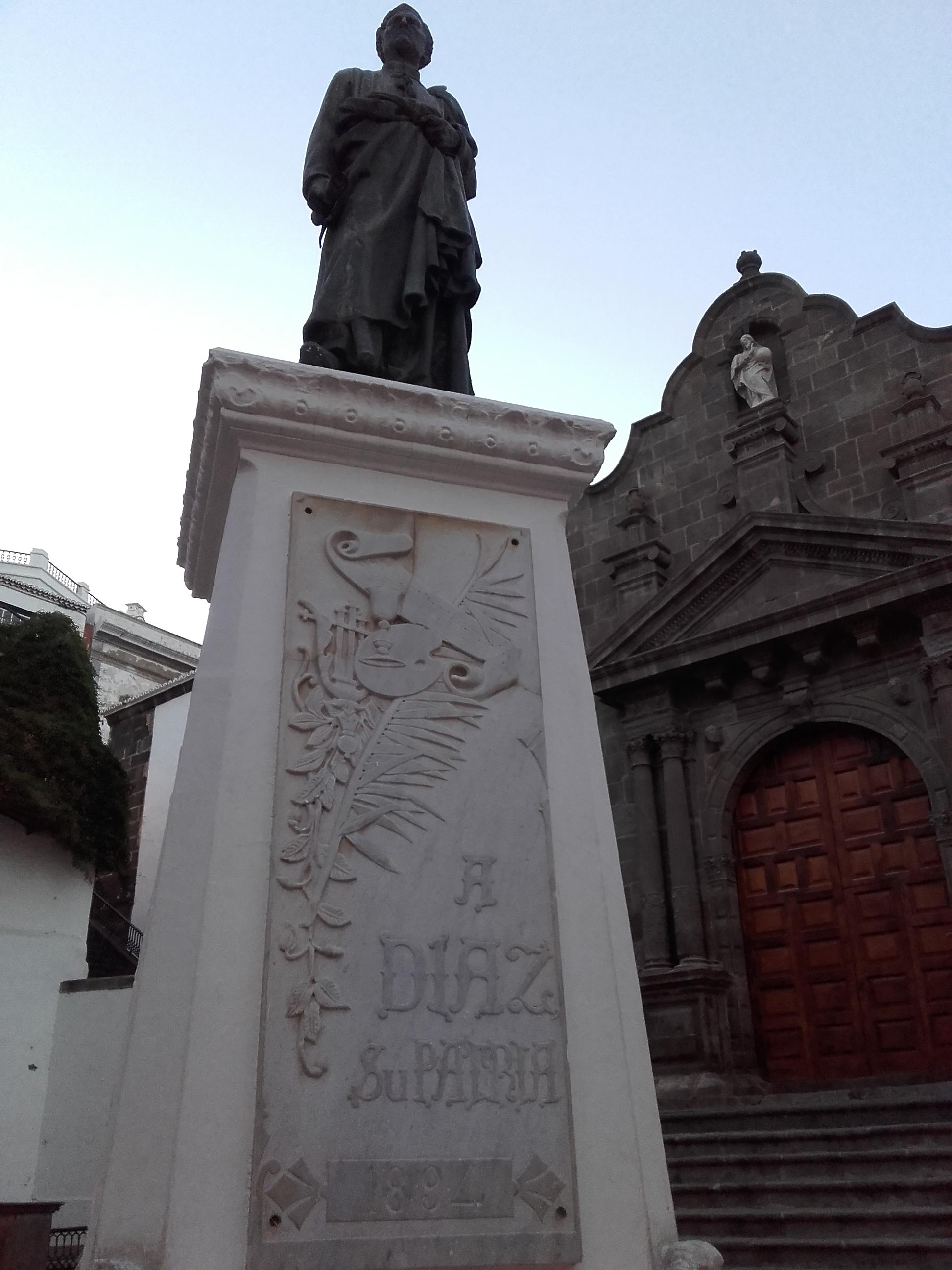 Escultura del padre Díaz frente a la que harán un homenaje
