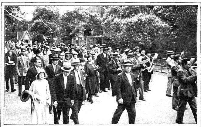Marcha organizada por El Arca de Noé al zoológico de Barcelona.