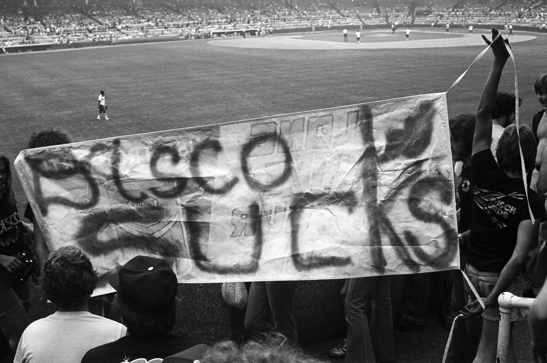 Pancarta en el estadio antes de los incidentes