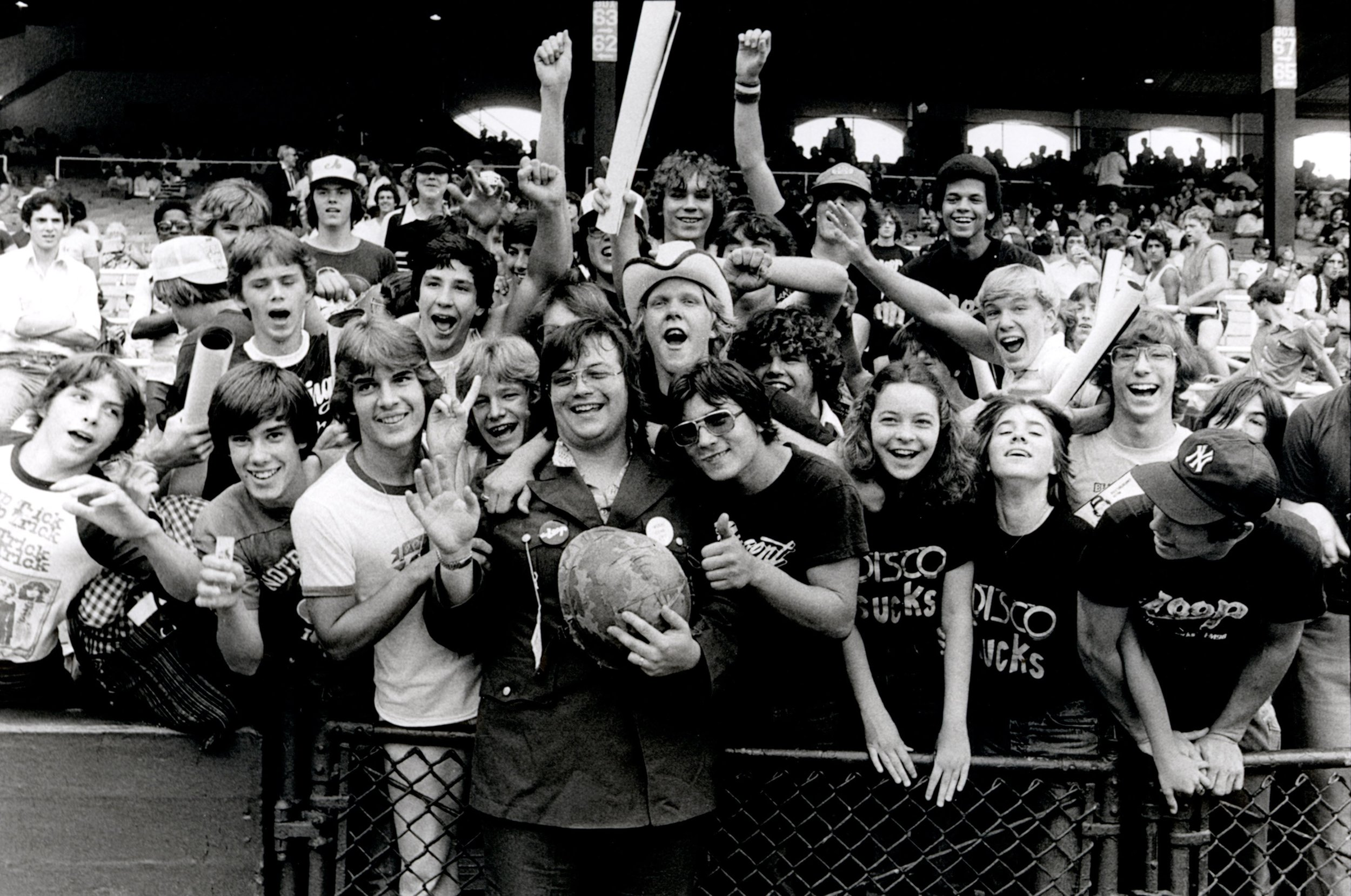 Dahl se fotografía con sus seguidores