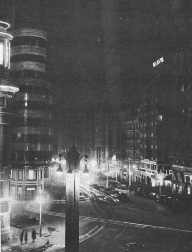 Aspecto de la Gran Vía de Madrid, a la altura de Callao, en 1934