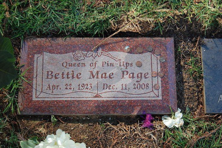 Lápida de Bettie Page en el cementerio de Westwood Village de Brentwood, California
