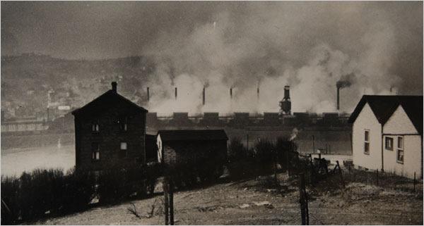 Donora rodeada por la niebla (1948)