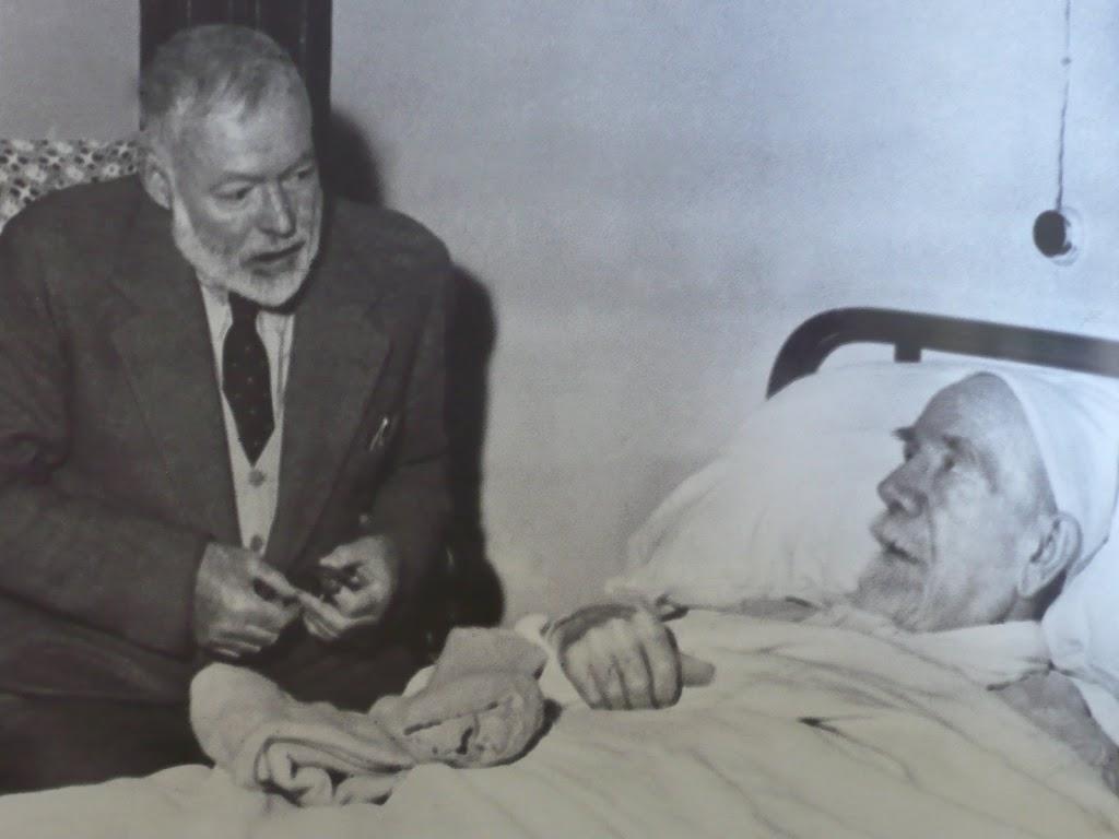 Hemingway junto a Baroja poco antes de fallecer