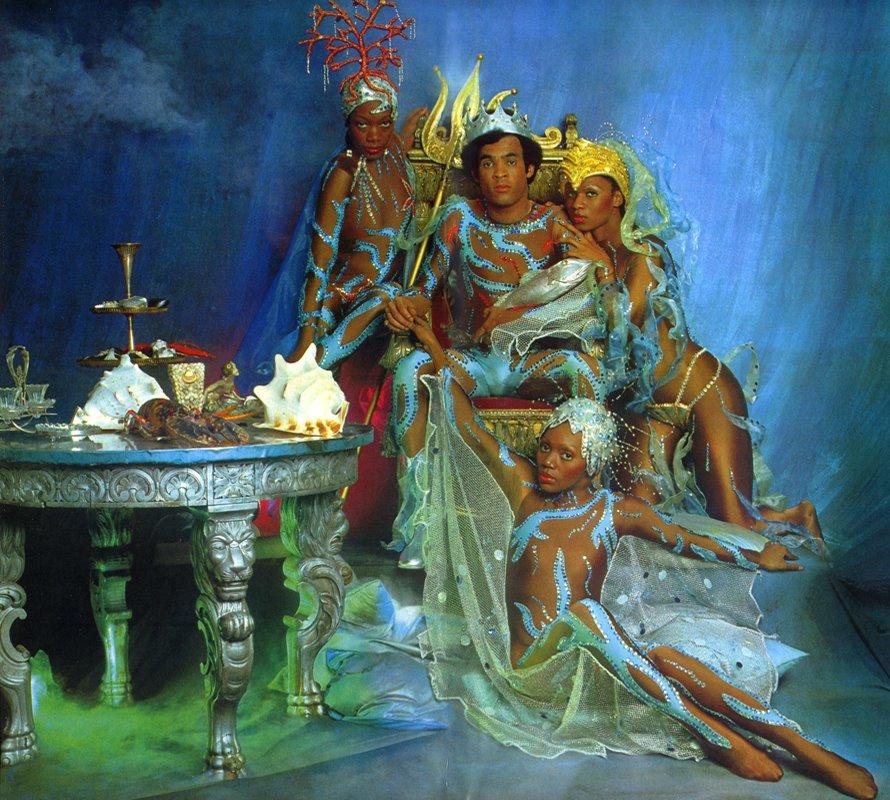 Portada y póster central de  Oceans of Fantasy  (1979) de Boney M.