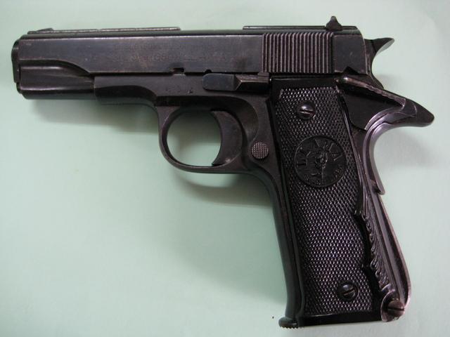 Llama especial calibre 9, también fabricada por Gabilondo