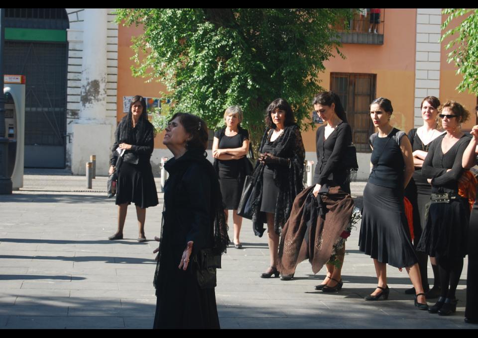 Acción sobre la tumba de Quipo de Llano. Fotografías:  Diagonal