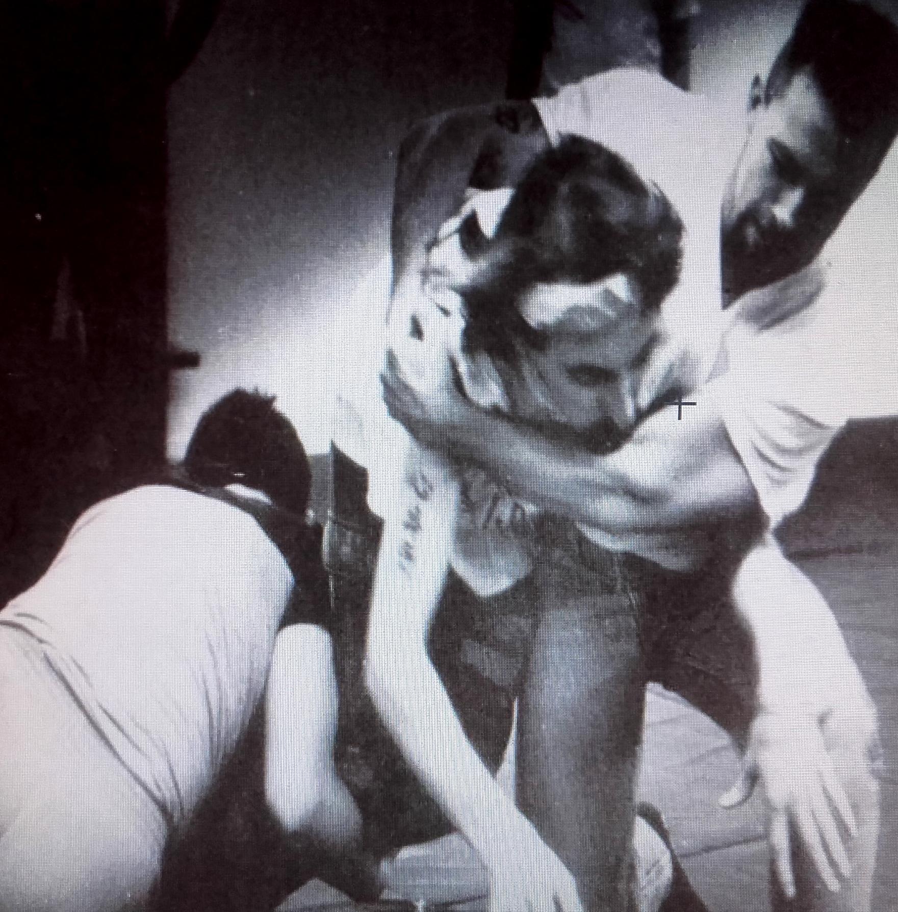 Varios miembros de las patrullas recibiendo clases de artes marciales (1991)