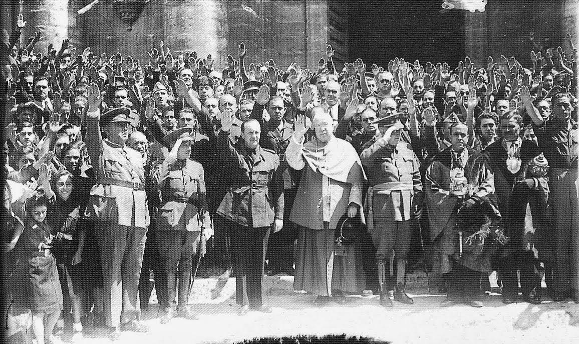 Altos cargos de la Iglesia en Valladolid junto a mandos falangistas