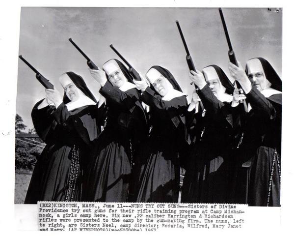 La fotografía original (segunda fotografía) y la información sobre esta (1957)