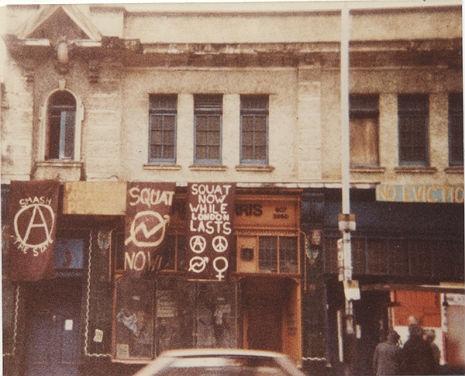 Fachada del Bingo Hall antes de uno de los últimos shows de Crass (4 de marzo de 1984)