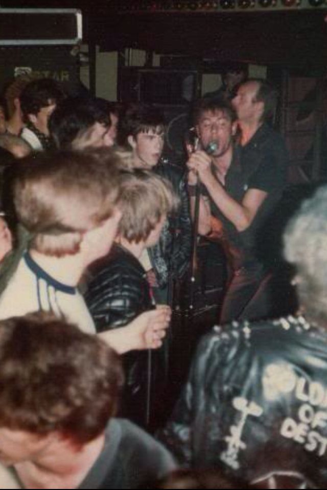 Crass en el Digbeth Civic Hall (16 de diciembre de 1983)