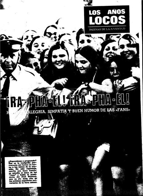 Las raphaelistas intentan romper una barrera policial para alcanzar a su ídolo ( ABC , marzo de 1970)