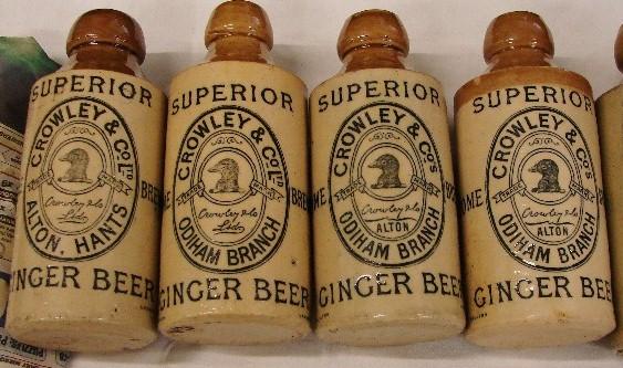 Varias botellas Crowley