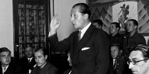 José Antonio Primo de Rivera durante un mitín falangista