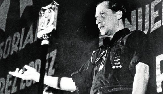 José Antonio Primo de Rivera durante un mítin